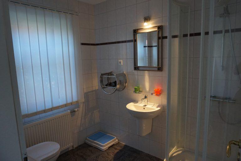Badezimmer Erdgeschoss Bild 1