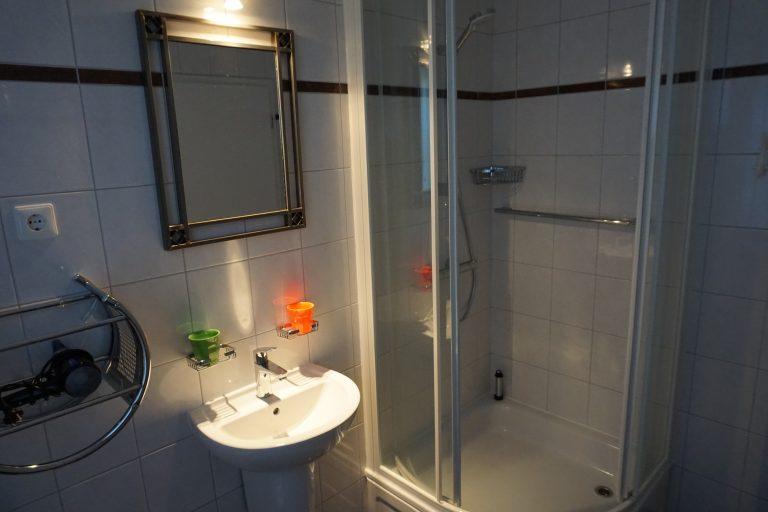 Badezimmer Erdgeschoss Bild 2